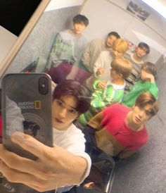 Funny Group Photos, Poses, Rapper, Nct Group, Nct Life, Entertainment, Nct Taeyong, Indie Kids, Kpop Aesthetic