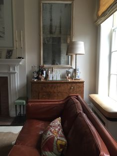 Here are some doable living room decor and interior design tips that will make your home cozy and comfortable for family and friends. Home Living Room, Living Room Furniture, Living Room Designs, Home Furniture, Living Room Decor, Living Spaces, Antique Furniture, Furniture Online, Classic Furniture