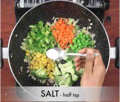 मैगी वेजिटेबल सूप कैसे बनाते है? Vegetable Maggi Soup Recipe in Hindi with Photo? [Step by step] Maggi Soup, Breakfast Bread Recipes, Street Food, Cobb Salad, Acai Bowl, Soup Recipes, Vegetables, Ethnic Recipes, Agra