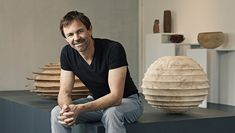 Christoph Finkel makes exclusive bowls and vases in wood. Will Turner, Wood Turning, Wood Art, Ottoman, Woodturning Ideas, Chair, Vases, Bowls, Furniture