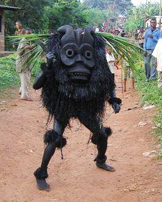 Ekpo Masquerader in Ututu, Abia State of Nigeria 2005 Arte Tribal, Tribal Art, African Masks, African Art, Living Puppets, Sculptures, Lion Sculpture, Art Premier, Masks Art