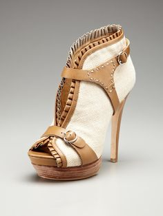 I like these heels and I don't know why. They look nice here but probably will not look good on me.