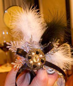 Gatsby: headband for a Roaring party Roaring 20s Birthday Party, Roaring 20s Theme, Gatsby Themed Party, 30th Birthday Parties, Roaring Twenties, 90th Birthday, Great Gatsby Theme, Great Gatsby Wedding, 20s Wedding