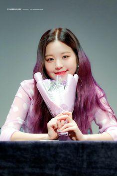 Kpop Girl Groups, Kpop Girls, Guys And Girls, Cute Girls, Korean Girl, Asian Girl, Beautiful Young Lady, Japanese Girl Group, Cosmic Girls