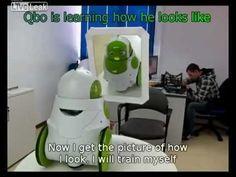 Robot sees itself for first time... Tout commence toujours par le stade du miroir...