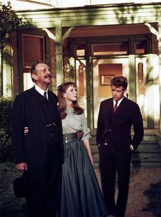 Raymond Massey, Julie Harris and James Dean in 'East of Eden' - 1955 Vintage Hollywood, Classic Hollywood, 1950 Pinup, James Dean Life, Raymond Massey, Elia Kazan, James Dean Photos, East Of Eden, Jimmy Dean