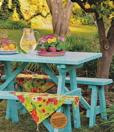 This is so pretty I'm starting to think about painting my picnic table