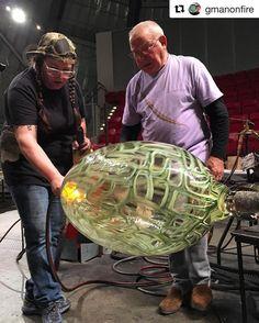 Day #2 at the @museumofglass  ☺️ #Repost @gmanonfire (Greg Owen) with @repostapp  #linotagliapietra #glass #glassart #glassblower #glassblowing #design #artist #master #maestro #artglass #museumofglass #teamwork #tacoma #museum #artcollector #glasscollector