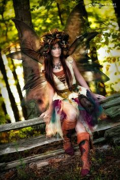 Image about girl in Fantasy & Fairy Tales by Nattie&Nadear Fairy Dust, Fairy Land, Fairy Tales, Adulte Halloween, Illustration Fantasy, Halloween Karneval, Elfa, Fantasias Halloween, Woodland Fairy