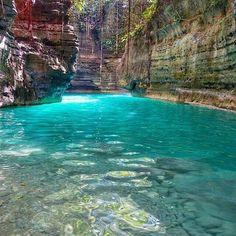 Philippines, the enchanting Matutinao River.
