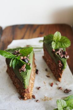 MINTY GREEN CHOCOLATE CREAM BARS ( RAW)