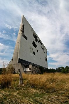 Tall Grass - Photo of the Abandoned Hartford Drive-In Drive Inn Movies, Drive In Movie Theater, Abandoned Buildings, Abandoned Places, Haunted Places, Outdoor Theater, Great Life, Urban Exploration, Old Tv