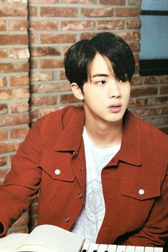 •wahhh worldwide handsome back at it again•