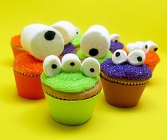 Googly-Eyed Monster Mini Cupcakes Are Bite-Sized Halloween Sweets - Foodista.com