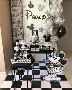 La imagen puede contener: tabla e interior Mickey Vintage, Mickey First Birthday, Disneyland Birthday, 1st Boy Birthday, Mickey And Minnie Cake, Baby Mickey, Elmo Party, Mickey Party, Dinosaur Party