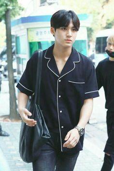 he could wear pajamas everyday and I'll always love him Mingyu Wonwoo, Seungkwan, Woozi, Mingyu Seventeen, Seventeen Debut, Hip Hop, Day6 Sungjin, Vernon Chwe, Kim Min Gyu