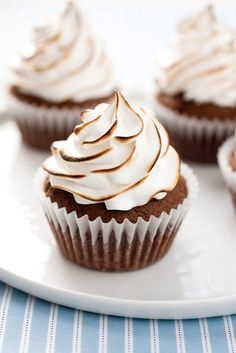 Brownie Cupcakes with Marshmallow Frosting. @cookingclassy