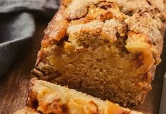 Almás karamell-süti Banana Bread, Sweets, Baking, Food, Caramel, Good Stocking Stuffers, Candy, Bakken, Eten