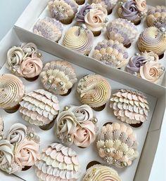 Buttercream Designs, Buttercream Cupcakes, Cupcake Frosting, Cupcake Cakes, Cupcake Toppers, Cake Decorating Piping, Creative Cake Decorating, Cake Decorating Techniques, Creative Cakes