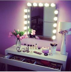 Oltre 1000 idee su camera da letto mobili a specchio su pinterest camera da letto con - Mobile toilette trucco ...