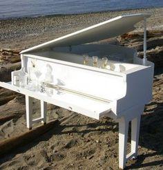 Old piano = pretty bar