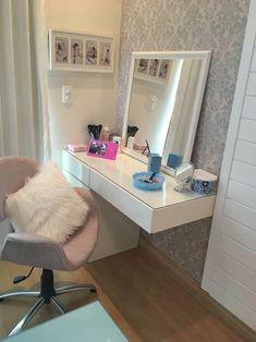 Como organizar maquiagem: 50 ideias geniais com dicas (passo a passo) Room Design Bedroom, Room Ideas Bedroom, Small Room Bedroom, Diy Bedroom Decor, Home Design Decor, Home Decor, Design Design, Bedroom Decor For Teen Girls, Cute Room Decor