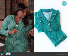 Mindy's green printed pajamas on The Mindy Project.  Outfit Details: http://wornontv.net/53555/ #TheMindyProject