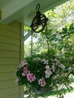 small pulley with buckets and flowers -Put it on the side of the garage next year | Jardinería | Pinterest | The hanger, On the side and Hanging baskets