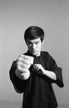 Martial Arts Weapons, Martial Arts Movies, Martial Artists, Bruce Lee Martial Arts, Comedy Tv Shows, Romantic Comedy Movies, Chinese Martial Arts, Mix Photo, Adventure Movies