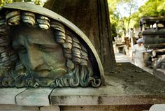 Google Image Result for http://static.guim.co.uk/sys-images/Guardian/Pix/pictures/2009/5/11/1242057208529/gravestone-Pere-Lachaise--007.jpg