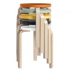 Order the shapely stool 60 designed by Alvar Aalto for the traditional manufacturer Artek, available in the home design shop. Alvar Aalto, Design Shop, Deco Design, Ad Design, Frosta Ikea, Stackable Stools, Scandinavia Design, Wooden Stools, Nordic Design