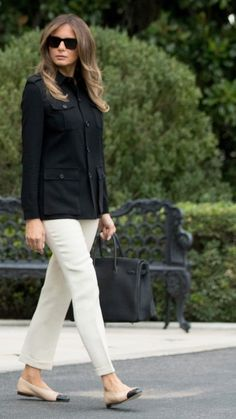 The First Lady, Melania Trump, departed the White House for Florida in Chanel and Hermès, but changed into sneakers and jeans mid-flight. Trump Melania, First Lady Melania Trump, Melanie Trump, Milania Trump Style, First Ladies, Gina Tricot, Look Chic, Classy Outfits, Casual Chic