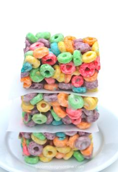 Happy Monday!  Hope you all had a great weekend.  Who doesn't love a rainbow?  Your family and friends will love tasting these Fruit Loops Rainbow Bars.  These easy to make  cereal bars are every bit as good as they look.  (and yes another cereal bar post just to prove that any cereal can be made into a bar- think beyond the rice krispie:))  I can't