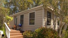 Tom Shadyac's Mobile Home and Life Now .He used to live in a 17,000-square-foot mansion, but now Hollywood director Tom Shadyac has moved into more modest digs