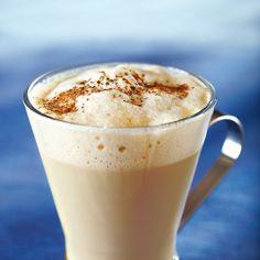 Cafe latte eli maitokahvi onnistuu myös teestä. Mausteinen Chai-latte lämmittää ihanasti kylmänä talvipäivänä.