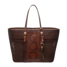 BOLSAS+CUADRA+~+Bolsa+Capri+en+piel+genuina+de+pitón.++Tiene+un+bolso+interno,+aplicaciones+caladas,detalles+en+tejido+artesanal+y+borla+combinada+con+herrajes+en+color+oro.