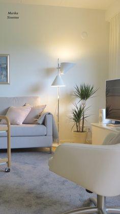 Harmaan eri sävyt korostuvat kauniisti tässä olohuoneessa. Grey livingroom, harmaa olohuone