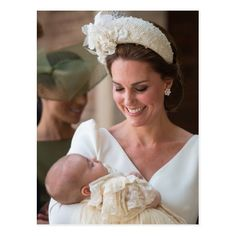 All Prince Louis Christening Photos With Kate Middleton, Prince William and Royal Family Moda Kate Middleton, Style Kate Middleton, Kate Middleton Dress, Lady Diana, Beauty And Fashion, Royal Fashion, Fashion Looks, Fashion News, Style Fashion