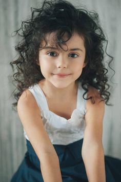 beautiful kid with curly hair wallaocom kids