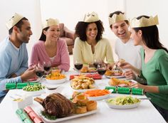 Preparing a meal for a large group can be overwhelming. This holiday season, minimize stress and enjoy time spent with your family and friends by following these simple guidelines.