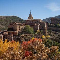 Albarracín is 'Una puebla mas bonita' oftewel een van de mooiste stadjes van Spanje. Costa, Monument Valley, Climbing, Madrid, Spain, Nature, Instagram Posts, Pictures, Travel