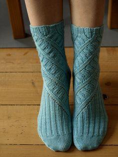 knit socks diagonal leg detail plain and deluxe ribbing details