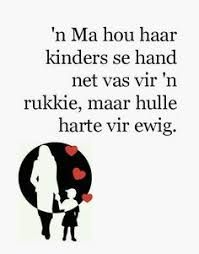 'n Ma hou haar kinders se hand net vas vir 'n rukkie, maar hulle harte vir ewig Cute Mothers Day Quotes, Mother Daughter Quotes, Strong Quotes, Me Quotes, Funny Quotes, Afrikaanse Quotes, I Love Mom, Special Quotes, Stress And Anxiety