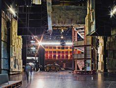 Vue de la scène et de la salle du Festspielhaus de Bayreuth : à noter l'immense profondeur !