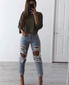 Fantastic ideas on how to wear ripped jeans this season denim t-shirt ripped denim t-shirt distress Edgy Outfits denim distress fantastic ideas jeans ripped Season Tshirt Wear Edgy Outfits, Mode Outfits, Cute Casual Outfits, Jean Outfits, Winter Outfits, Fashion Outfits, Edgy Summer Outfits, Spring Outfits For School, Denim Tees