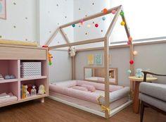 Quarto Montessoriano - O objetivo é oferecer um lugar com móveis e objetos na altura dos olhos da criança para que ela possa desenvolver a sua autonomia e liberdade com segurança