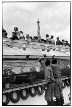 Bateau-mouche, Paris, 1966 by Henri Cartier-Bresson Photography Lessons, Candid Photography, Street Photography, Magnum Photos, Tour Eiffel, Serge Najjar, Henri Cartier Bresson Photos, Dream Pictures, French Photographers