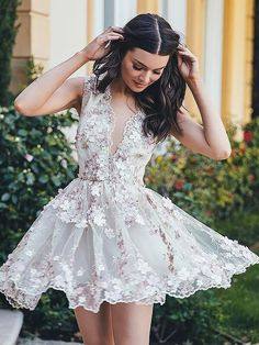 A-Line/Princess V-neck Sleeveless Applique Short/Mini Chiffon Dresses