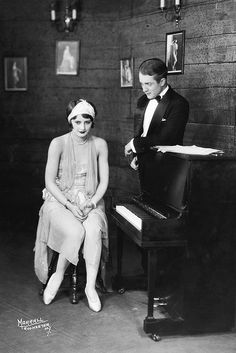 Barbara Stanwyck and Rex Cherryman in the New York theater production of The Noose, 1927 Barbara Stanwyck, Old Hollywood, Classic Hollywood, Hollywood Stars, Hollywood Icons, Divas, The Lady Eve, New York Theater, Double Indemnity