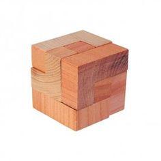 Houten Puzzel Kubus, merk Goki     Probeer met de houten stukjes een kubus te maken, wordt gelverd in een stoffen zakje.     Item: 340DA-12 € 1,95